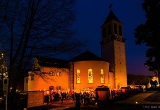 Adventmartk Mit Kirche 2016 Satzinger